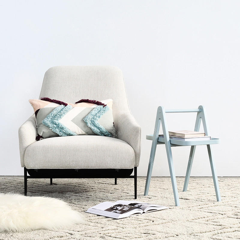 色彩北欧风格布艺休闲椅(样品特惠)